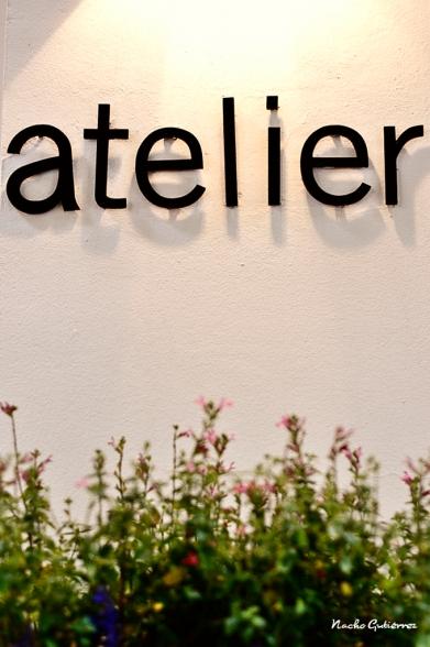 Atelier Concept - El nombre en la entrada