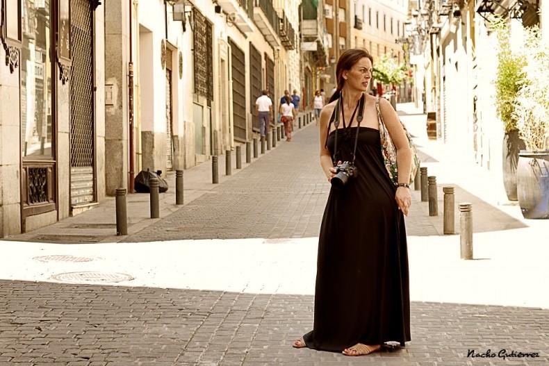 Esther cazada con un veraniego vestido negro