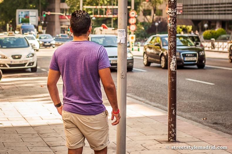 Camiseta y shorts, un habitual en cuanto sale el sol.