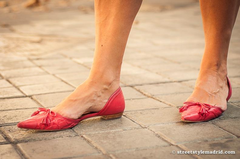 Zapatos en rojo, todo conjuntado.