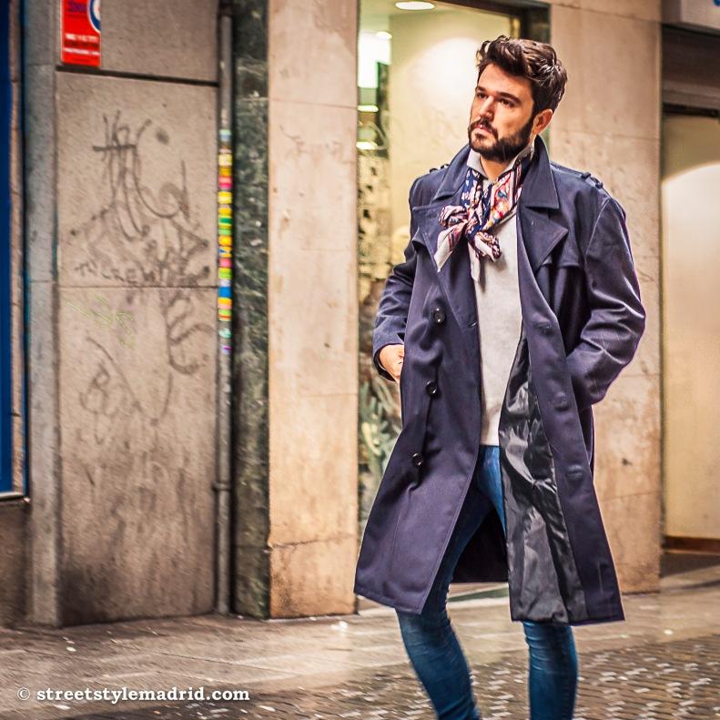 Abrigo y foulard