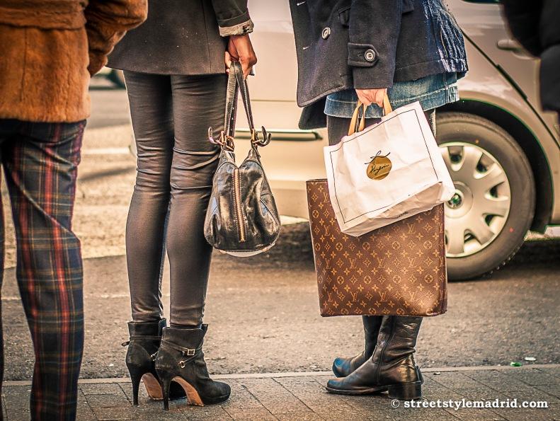 Bolsos y botas.