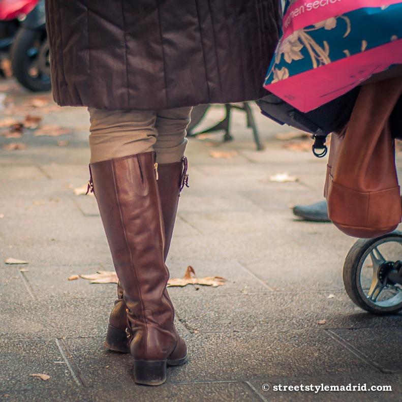 Street style en Madrid botas marron chocolate de caña alta