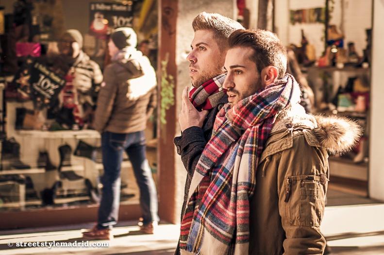 Street style Madrid, bufanda manta de cuadros escoceses