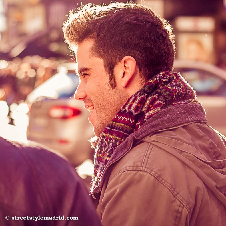 Street Style Madrid, cazadora y maxibufanda.