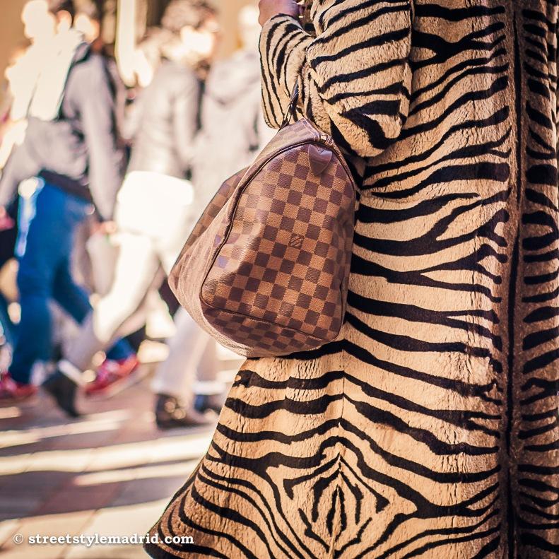 Street Style Madrid, Animal print, Bolso Louis Vuitton, Bolso cuadros, Bolso Damero.