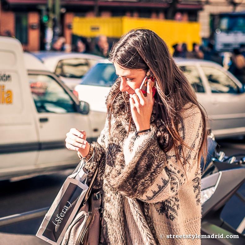 Street Style Madrid, abrigo con mangas amplias.