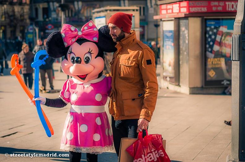Street Style Madrid, Chaquetón ocre, gorro de lana