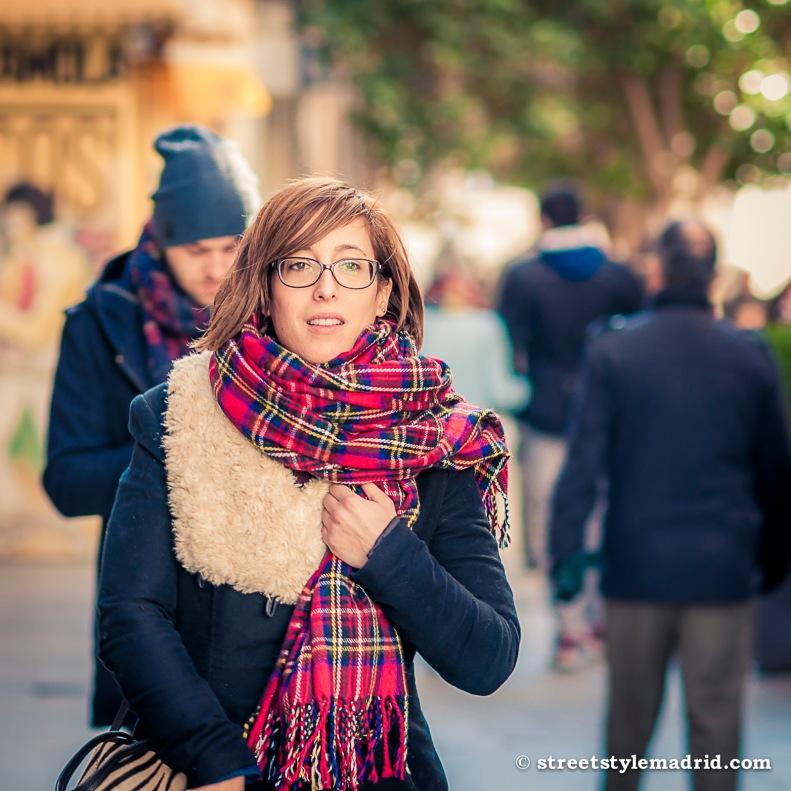Street Style Madrid, Bufanda manta de cuadros escoceses.