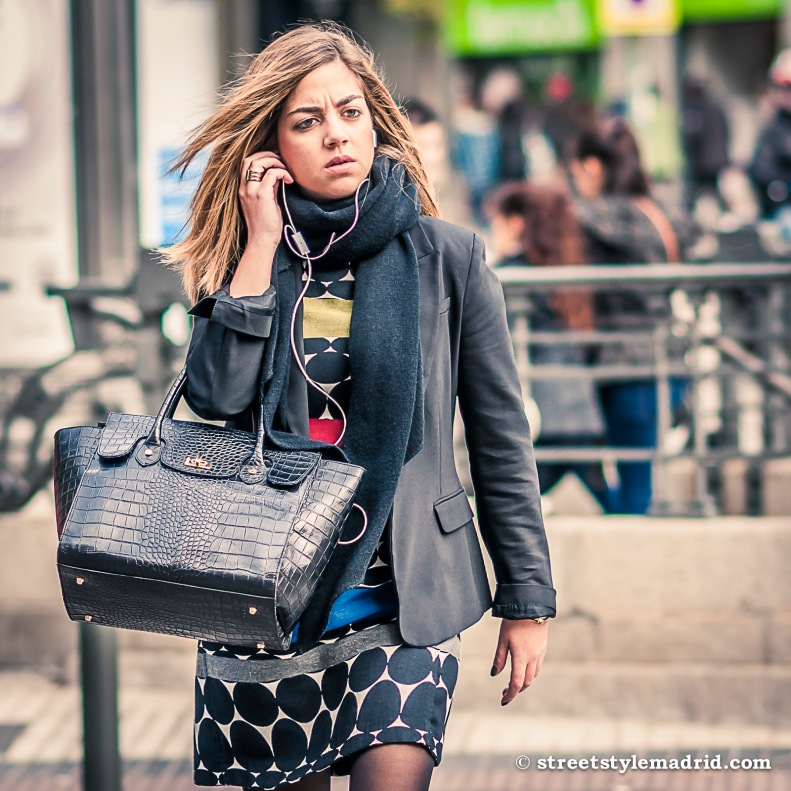 Bolso negro, vestido, street style madrid