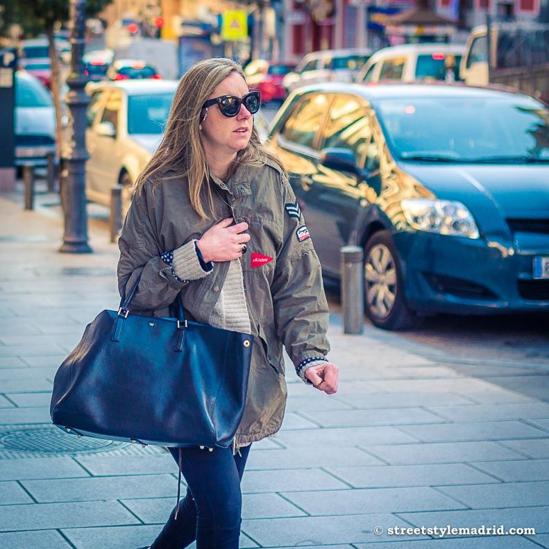 Cazadora militar, jeans, street style madrid
