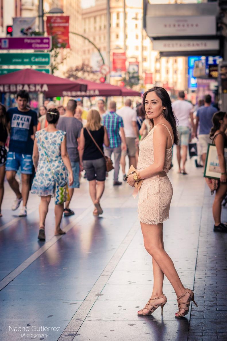 Street style con vestido corto rosa, escote en V, tacones, Madrid, ootd, fashion blogger, Laura_book