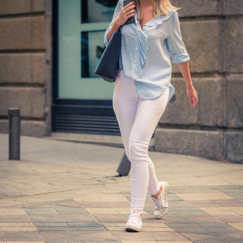 street style, madrid, moda, fashion, ootd, streetstyle, pantalón, blanco, white, camisa, rayas, lines