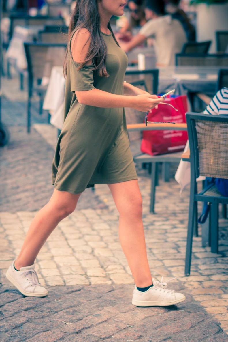 street style, madrid, moda, fashion, ootd, streetstyle, vestido, dress, verde militar, caqui, Khaki, sneakers