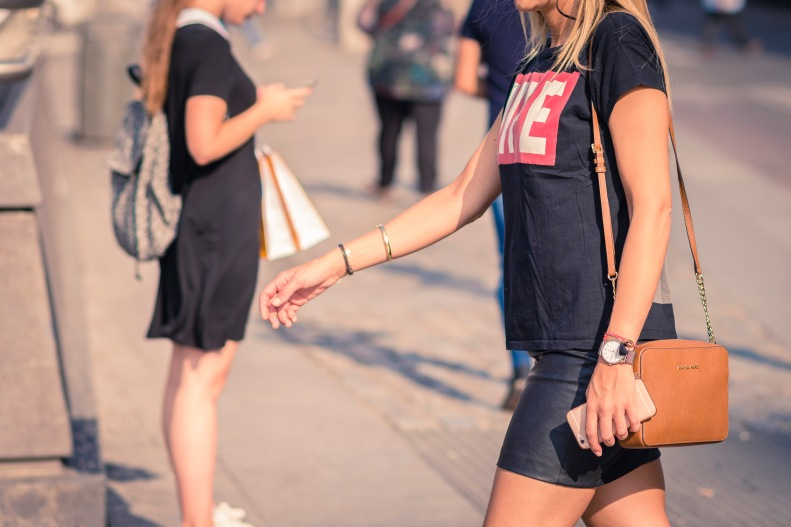 street style, madrid, moda, fashion, ootd, streetstyle, leather skirt, skirt, falda cuero, falda, minifalda