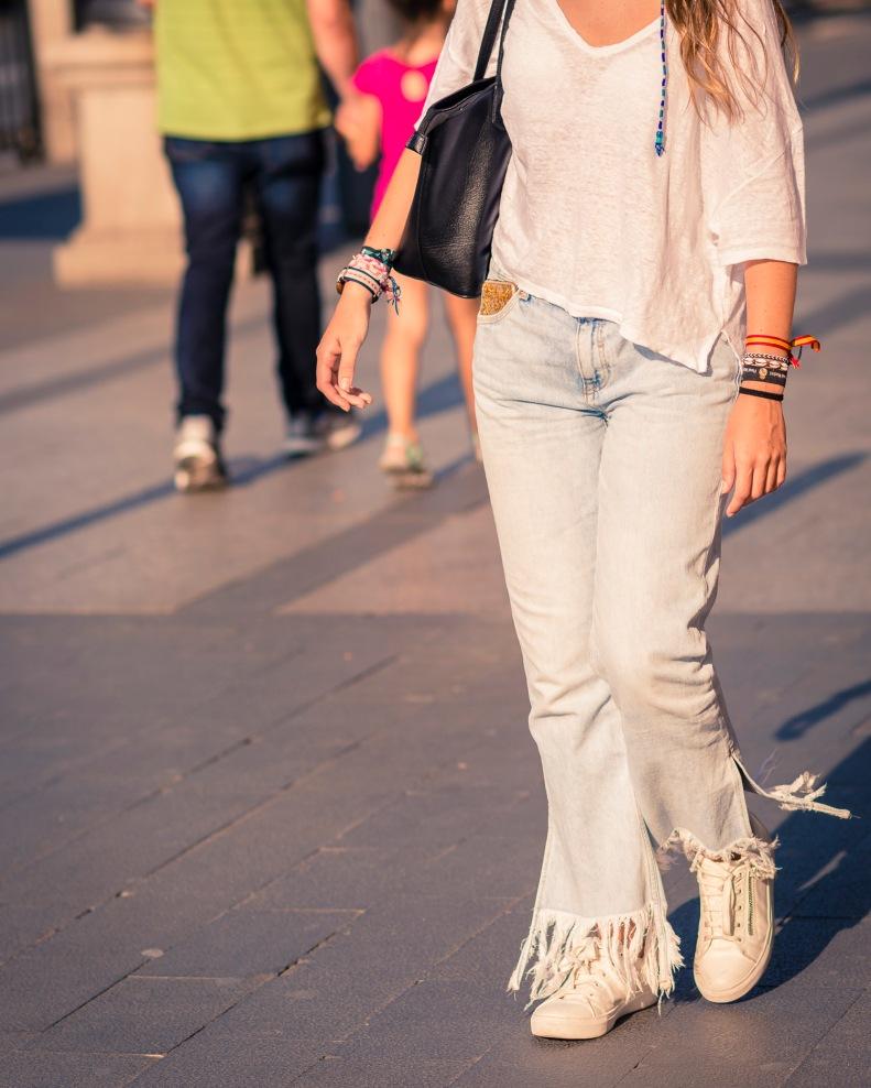 street style, madrid, moda, fashion, ootd, streetstyle, jeans, flecos, sneakers